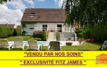 EXCLUSIVITE Magnifique pavillon avec piscine sur 1515 m² de jardin clos.